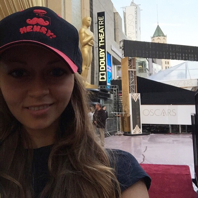 alina wearing my hat at oscars image